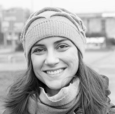 Laura Volpes Headshot